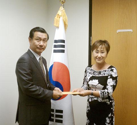 f135f117a6ee9f 베이지역교계 - E.B 한인봉사회에 한국정부 15만불 지원